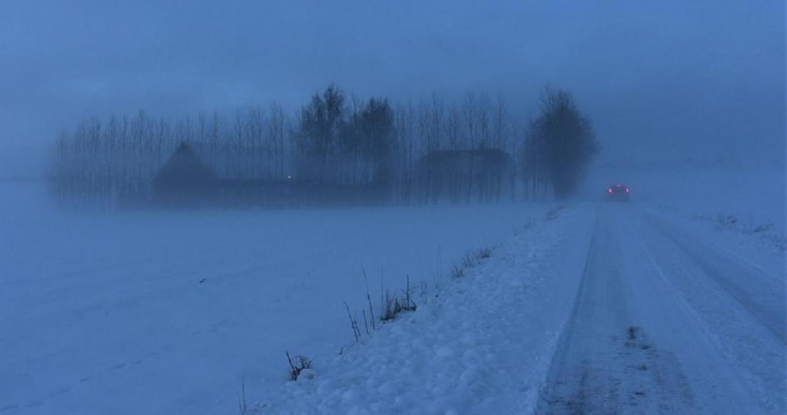 Штормовое предупреждение объявили почти во всем Казахстане