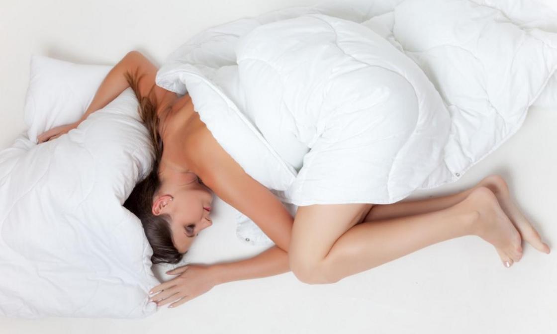 Кардиолог назвал опасные для сна позы