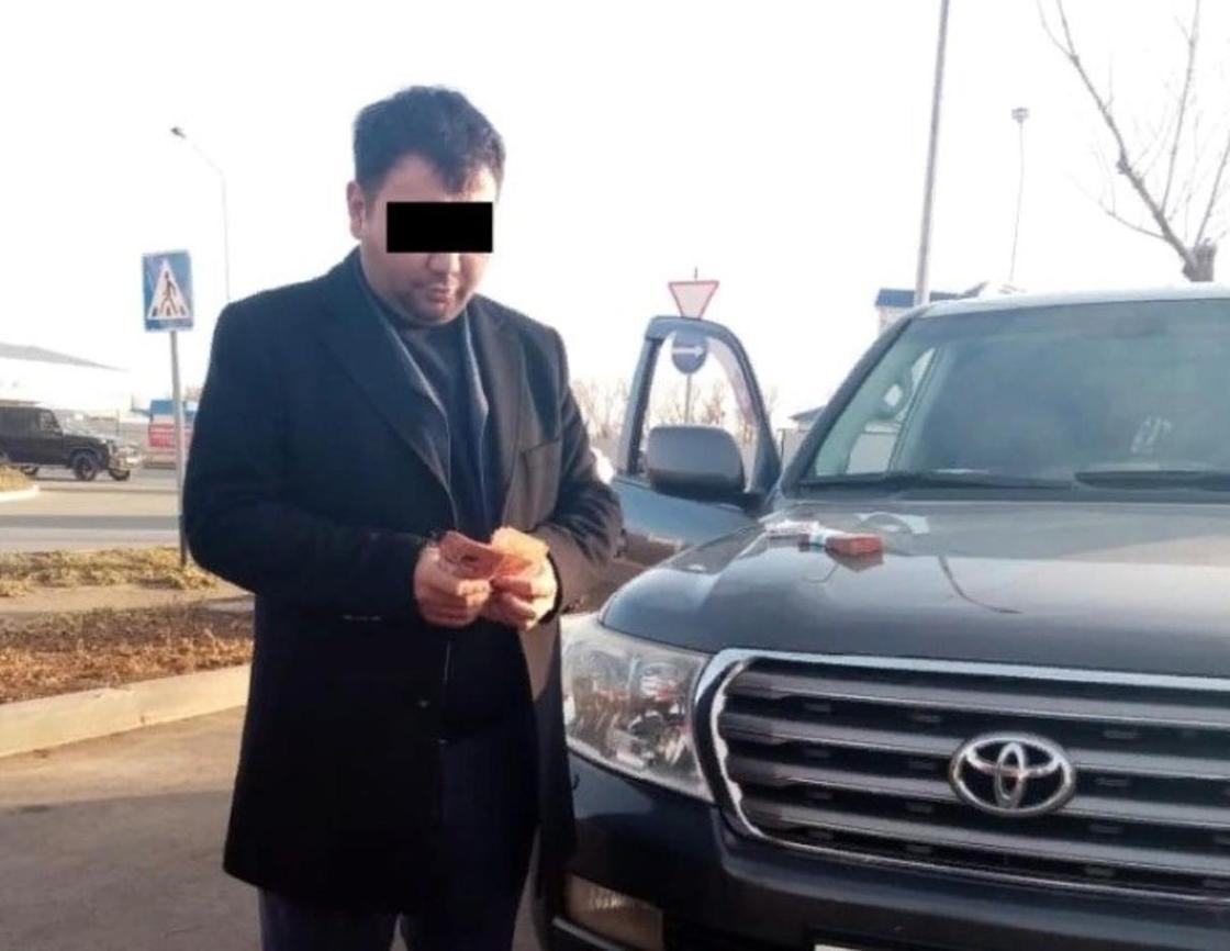 """""""Ажырасқанын тойлады"""": Алматылық тұрғынның 60 джиппті не үшін жалға алғаны белгілі болды"""