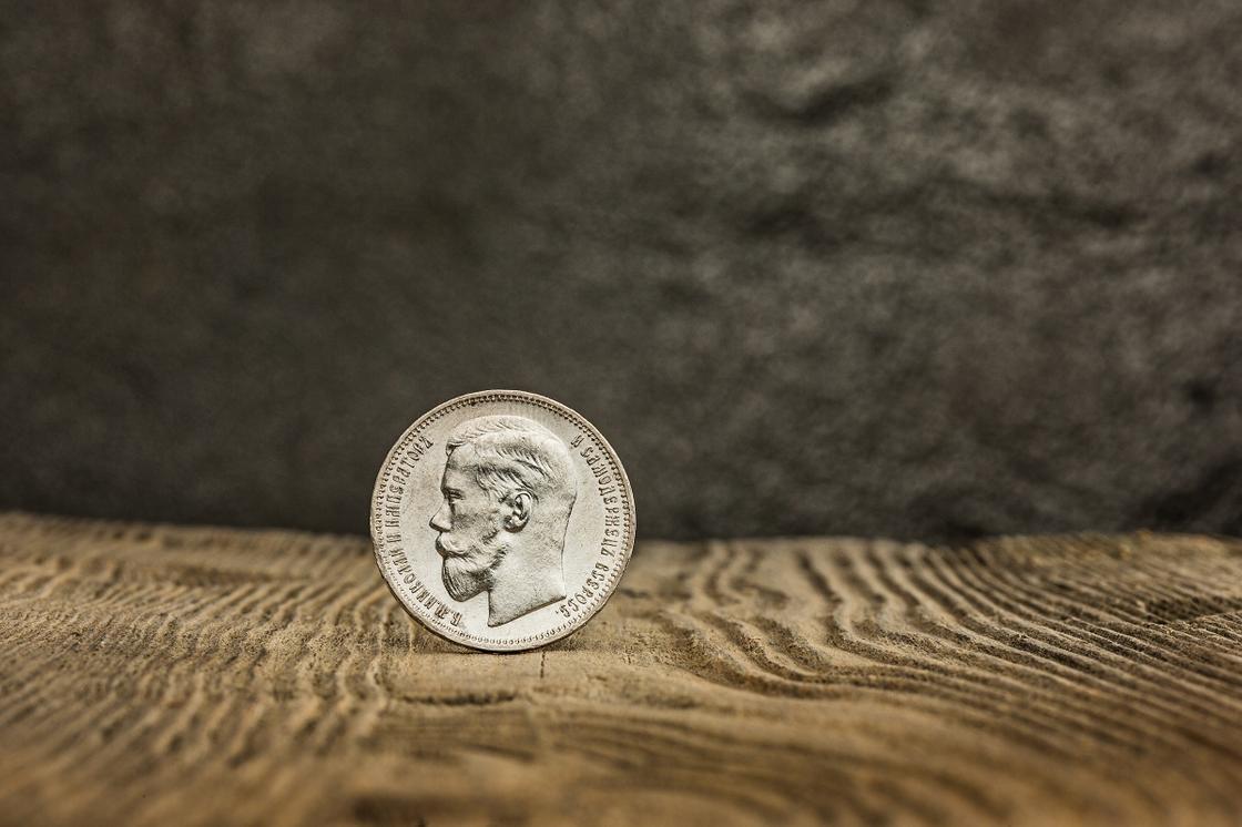 Коллекционная монета с изображением Николая второго