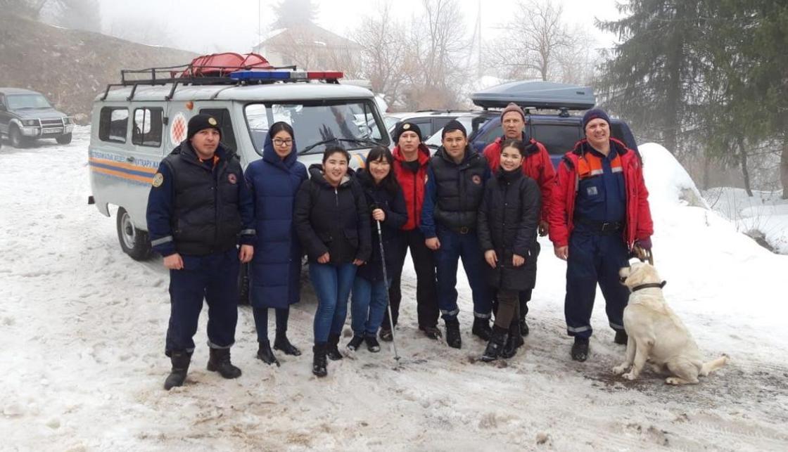 4 девушки заблудились в горах близ Алматы