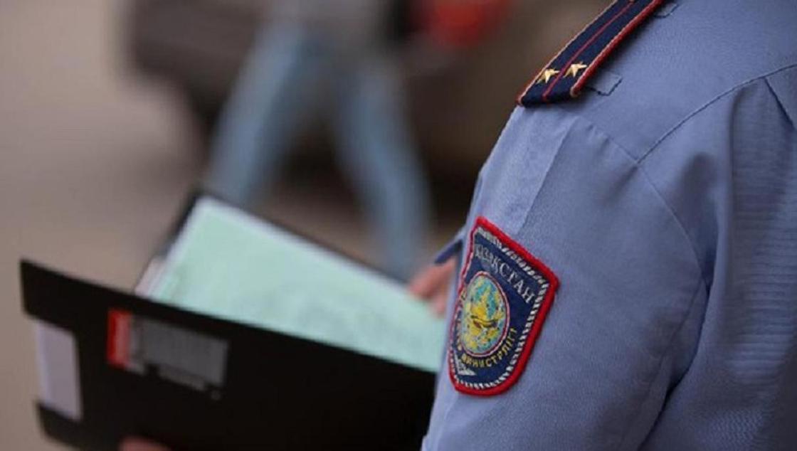 Лжеполицейский вымогал деньги у администратора гостиницы в Талдыкоргане
