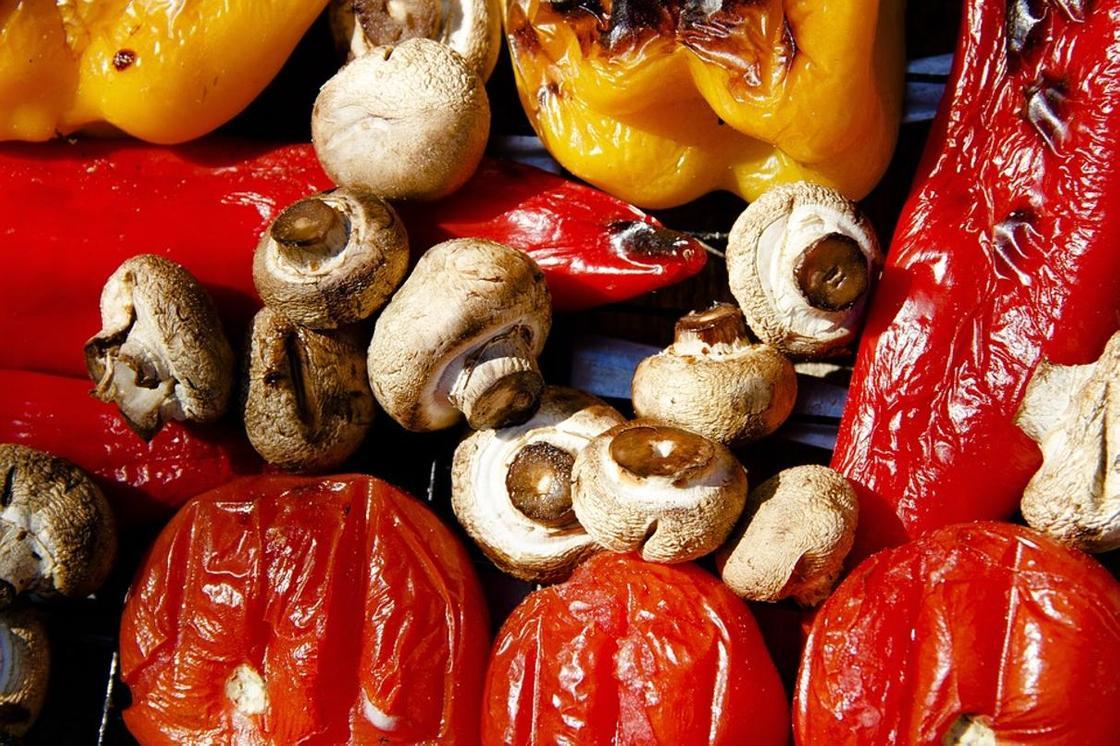 Шашлык из грибов на мангале: рецепты маринада и приготовление