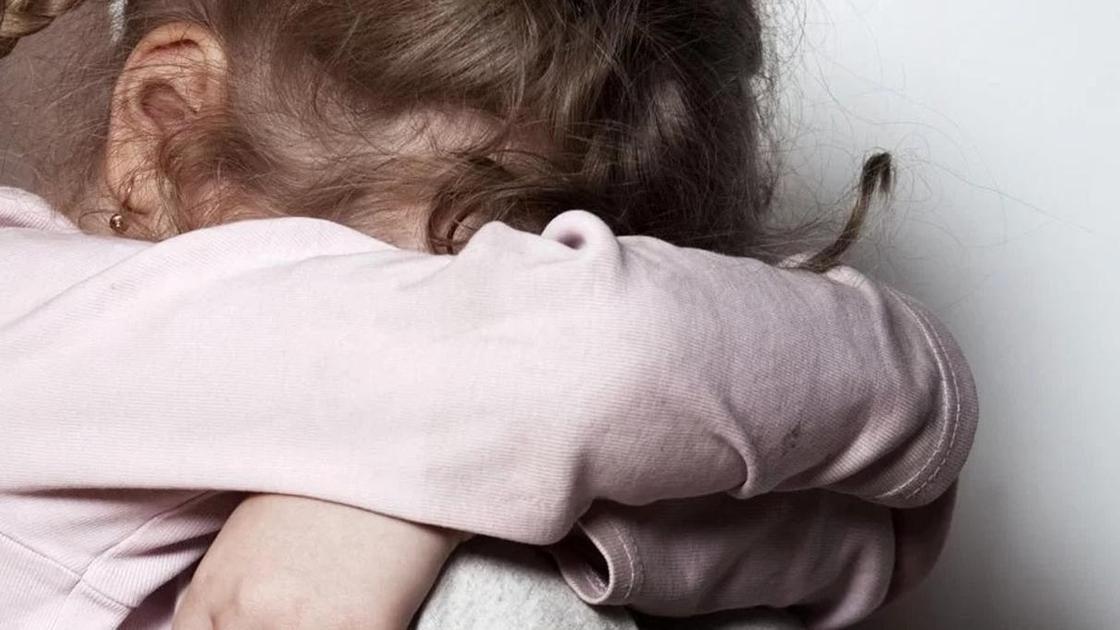 Родная мать избивала и продавала маленькую дочь мужчинам в Алматы