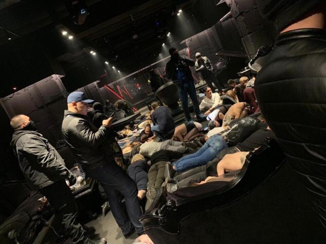 Облава в российском BDSM-клубе попала на видео