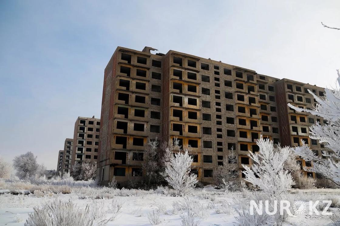 """26.03 """"Нас будто нет"""": как выживают люди в поселке-призраке в Карагандинской области"""