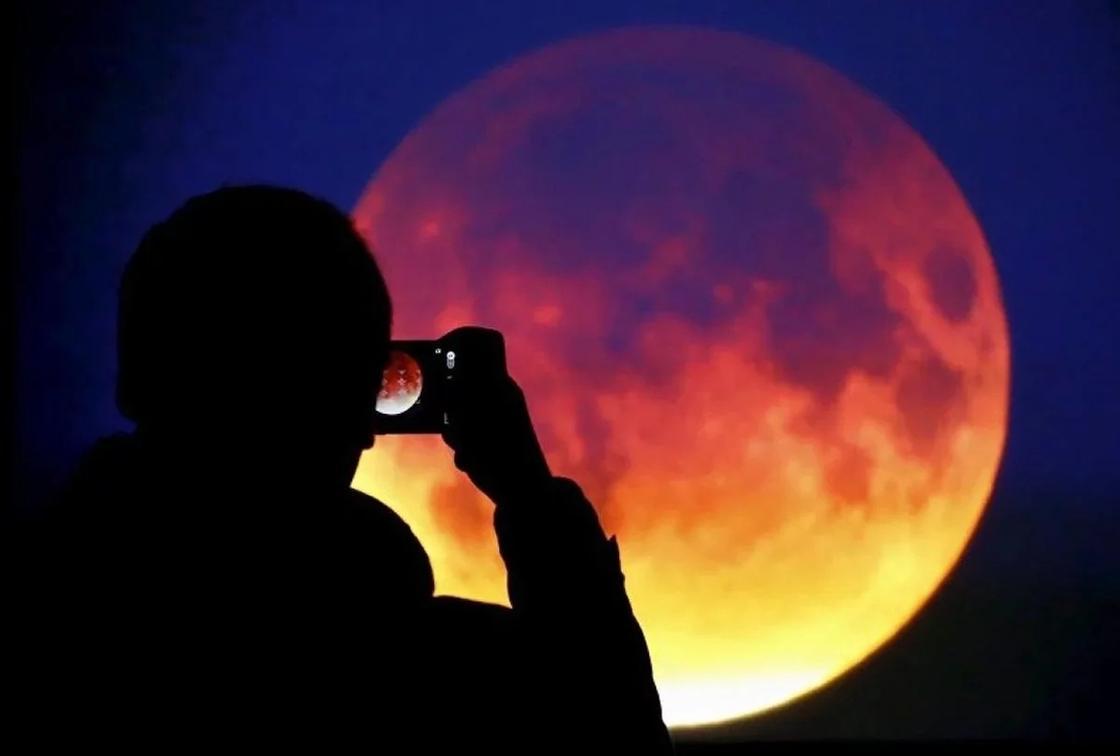 Как происходит затмение Луны