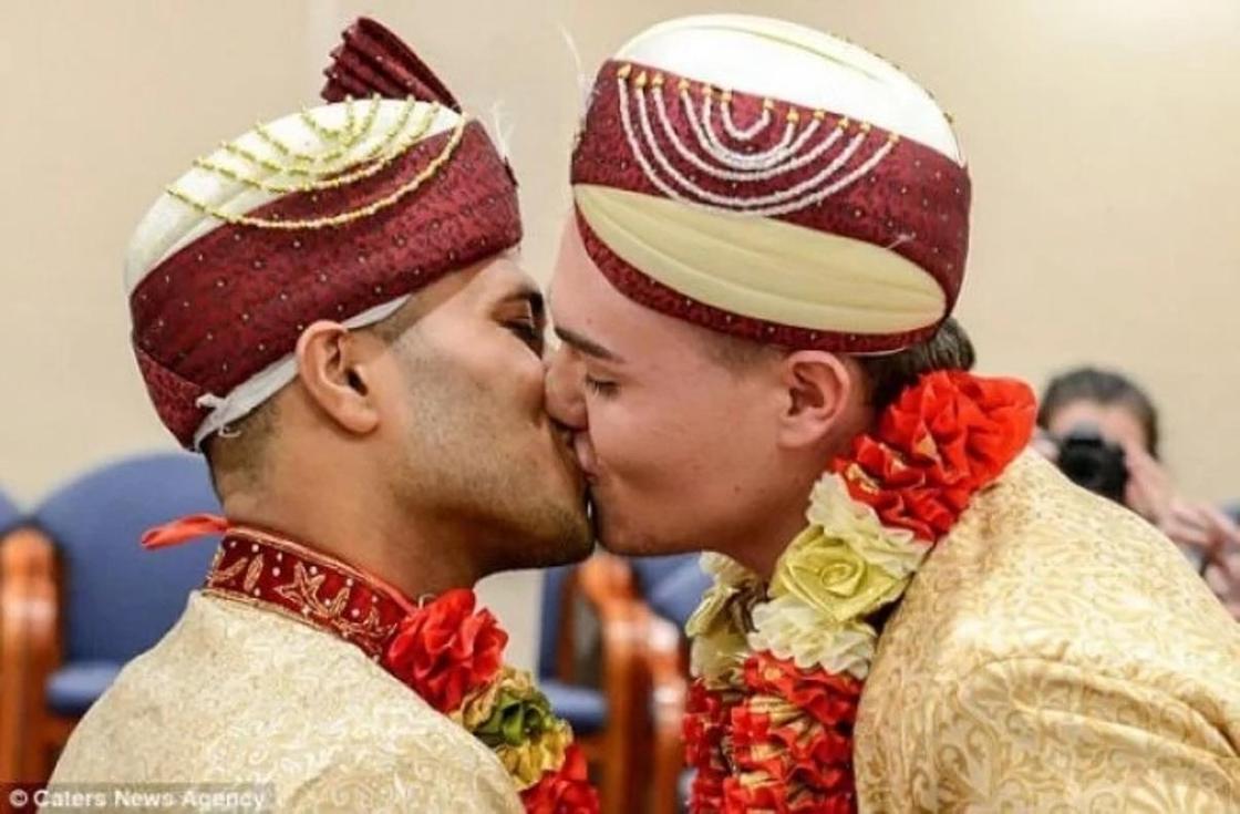 Мұсылманша неке қидырған гей жігіттердің тойы жаға ұстатты (фото)