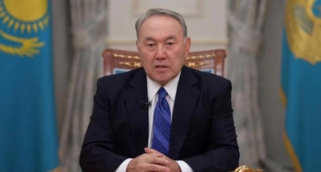 Назарбаев поручил принять закон о статусе учителя