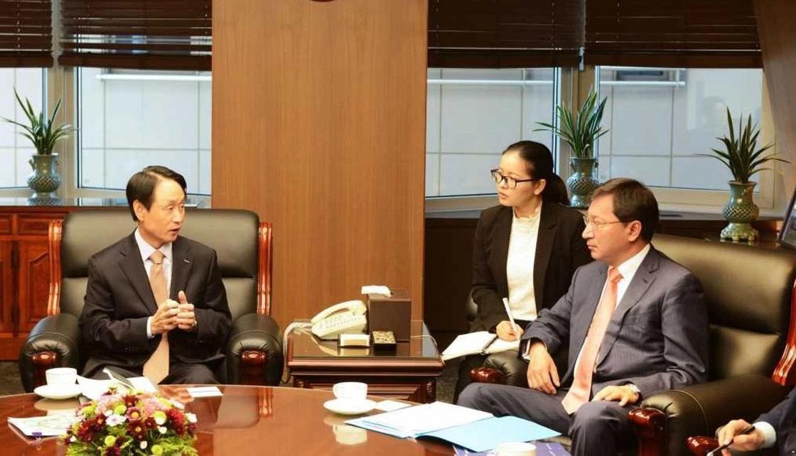 Посол Казахстана встретился с руководителем Корейской корпорации страхования торговли