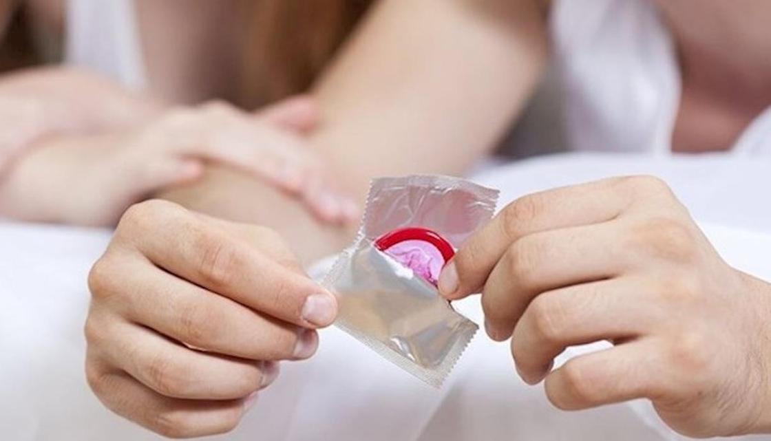 Школьникам Казахстана планируют бесплатно раздавать презервативы