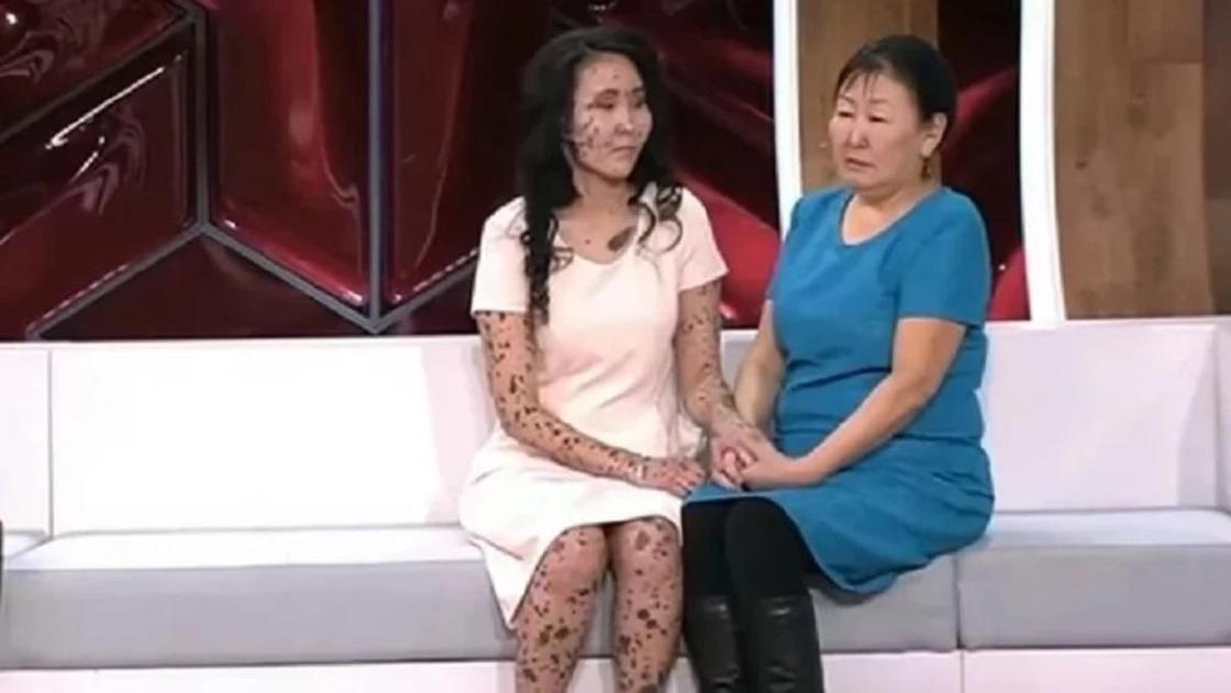 26 жастағы бойжеткен өзін қоқыс жәшігіне тастап кеткен анасымен кездесті (фото, видео)