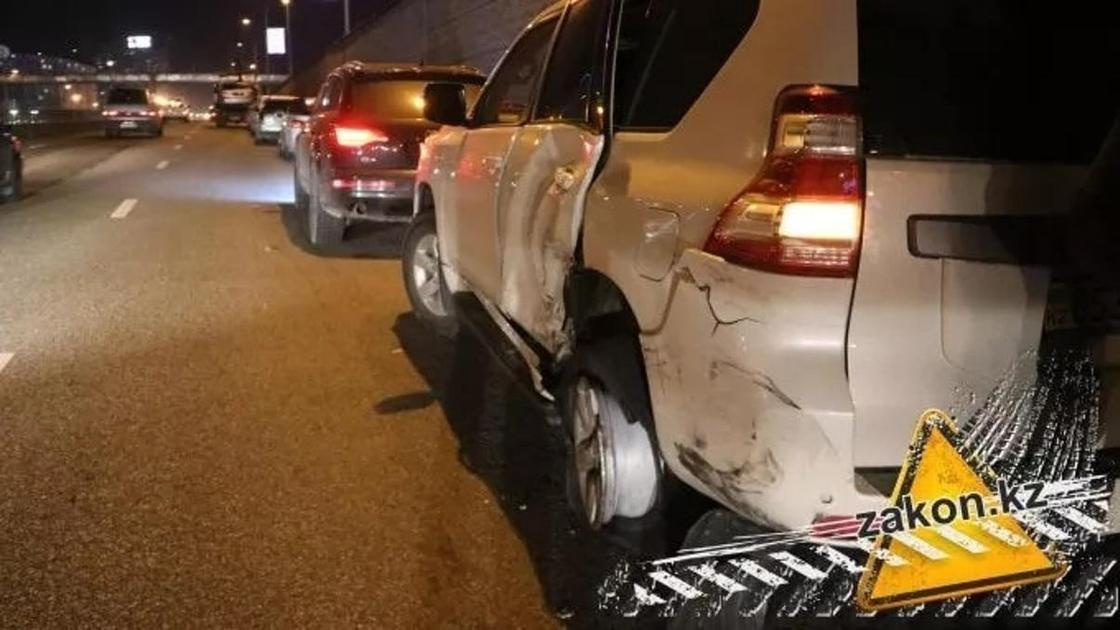 Семь авто столкнулись на проспекте Аль-Фараби в Алматы (видео)