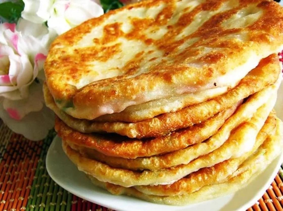 Пышные лепешки на кефире: быстро готовятся и мгновенно съедаются