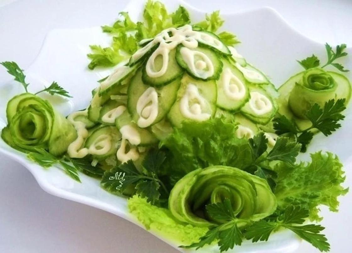украшение для салата из огурца и петрушки