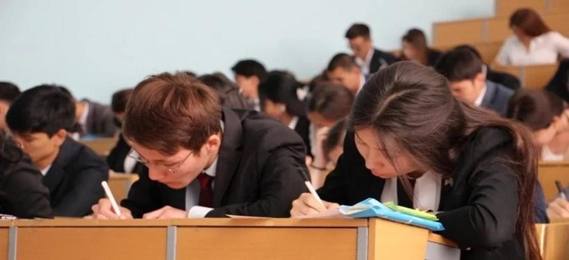 МОН РК рассказали, когда пройдут выпускные экзамены в школах