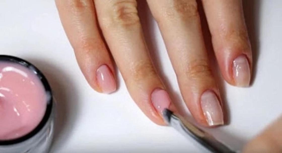 Наращивание ногтей акрилом или гелем: что лучше