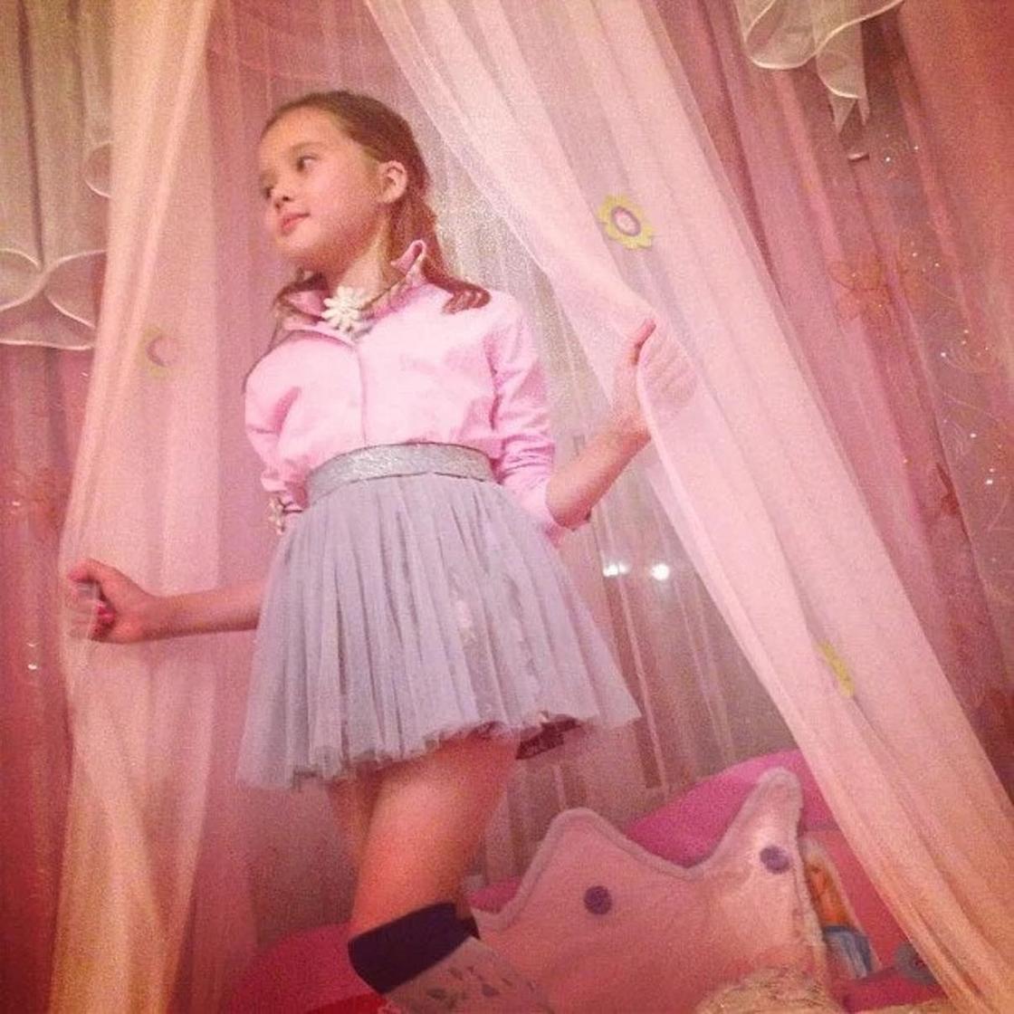 14-летней дочери Баян Алагузовой посоветовали перестать краситься