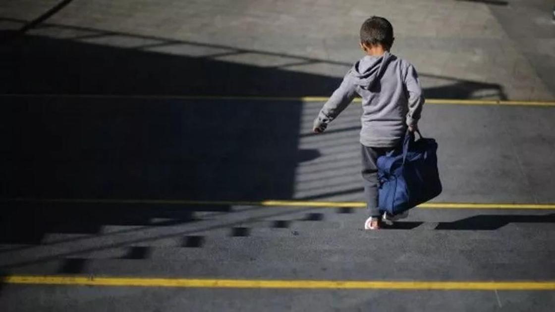 Дело об изнасиловании школьника в ЮКО: мальчика с бабушкой сняли с поезда