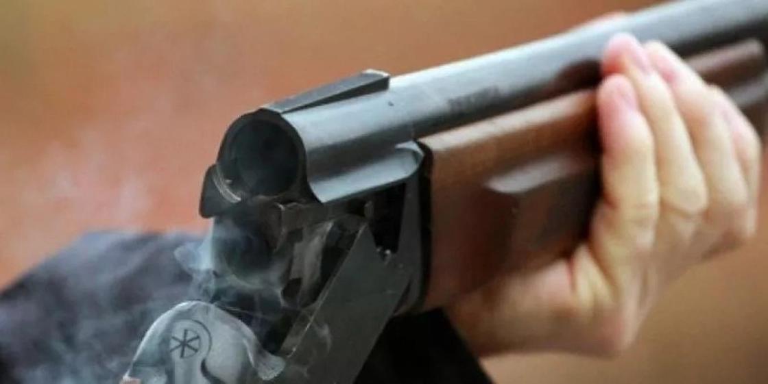 Житель Атырау, пытавшись на охоте убить волка, выстрелил в человека