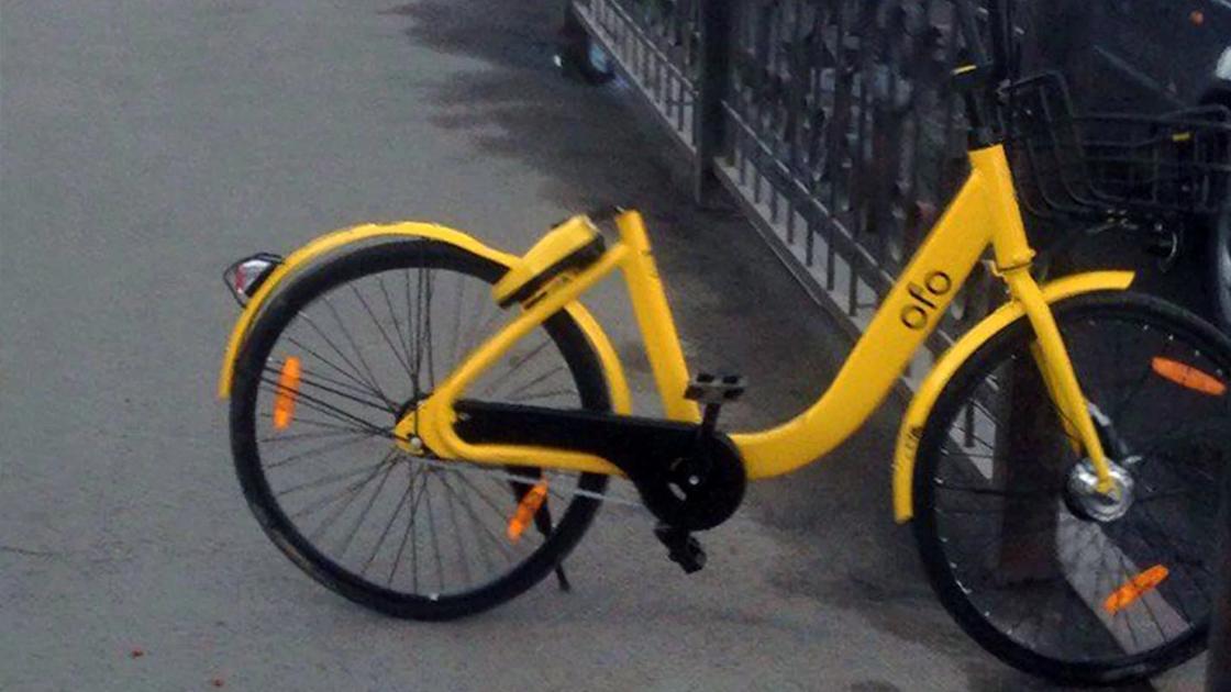 Еще один пользователь в Алматы бросил велосипед в неположенном месте