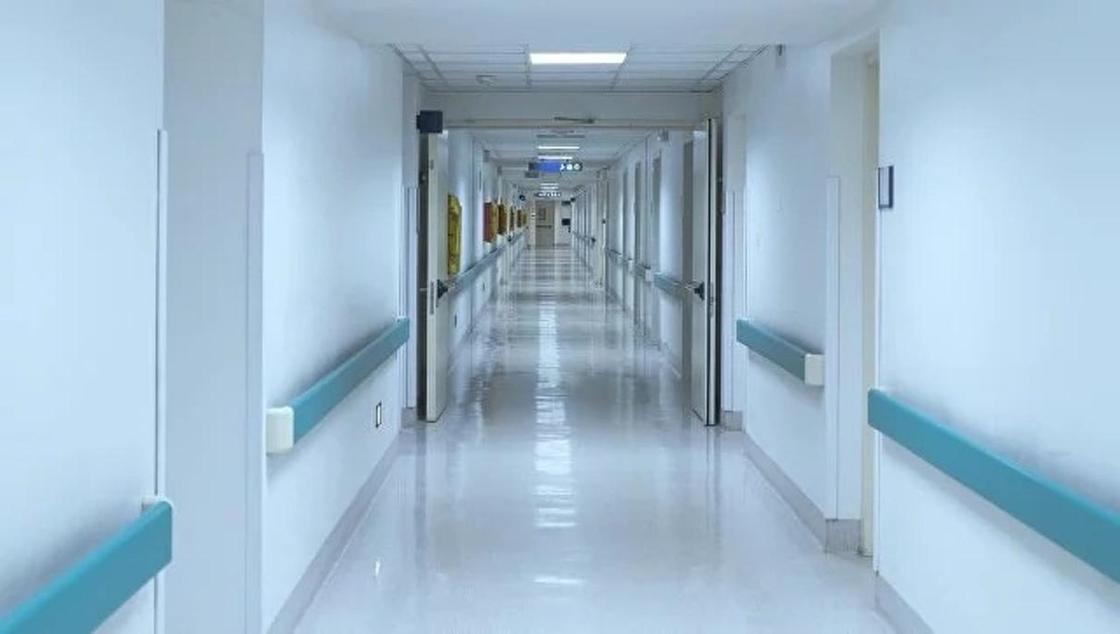Отец убитой в Костанае школьницы выписан из больницы