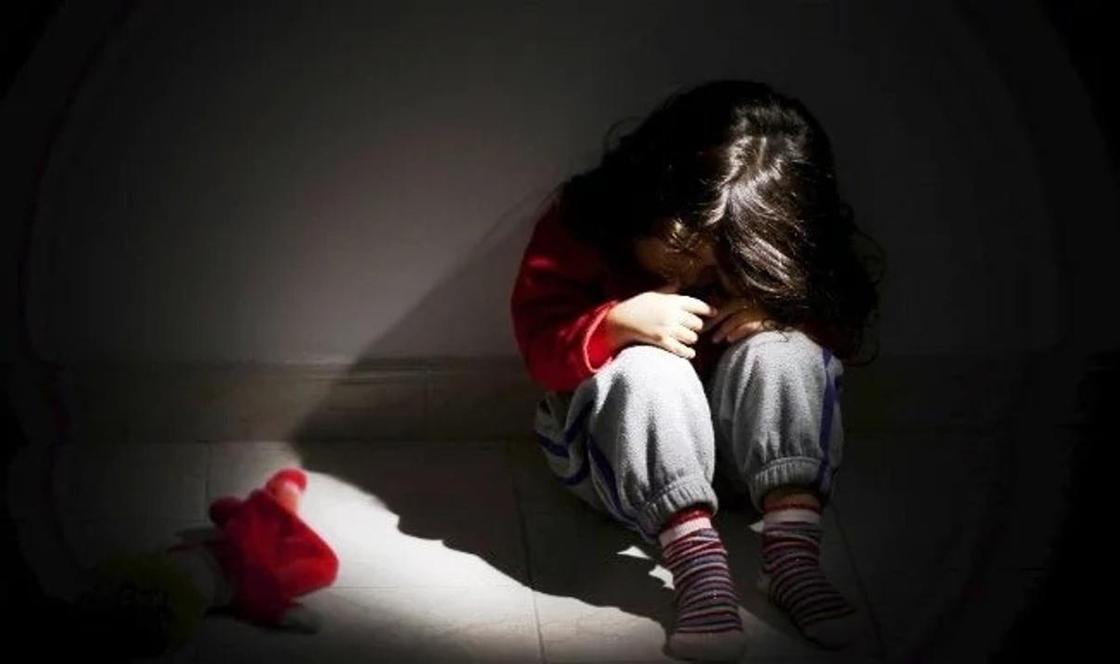 Мама школьницы обвинила классного руководителя дочери в избиении в Карагандинской области