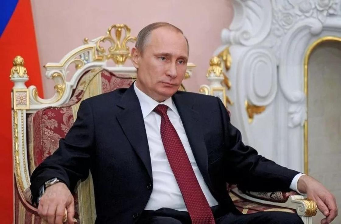 Путин процитировал цитату Назарбаева про трон и эшафот (видно)