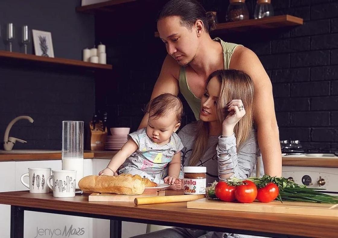 Дарья Александрова с мужем и дочерью. Фото: Instagram