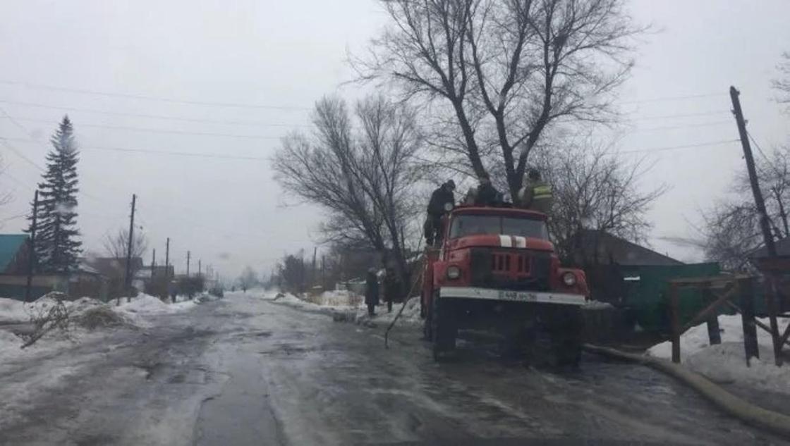 В зоне подтоплений в ВКО закрыли дороги