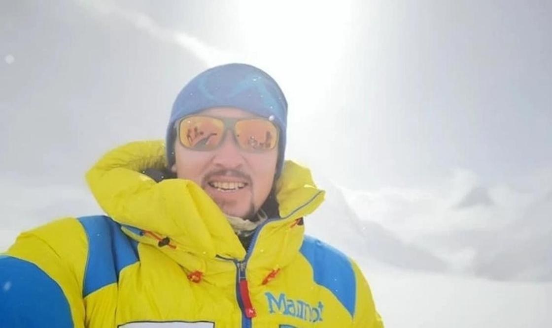 Казахстанец Максут Жумаев покорил Эверест
