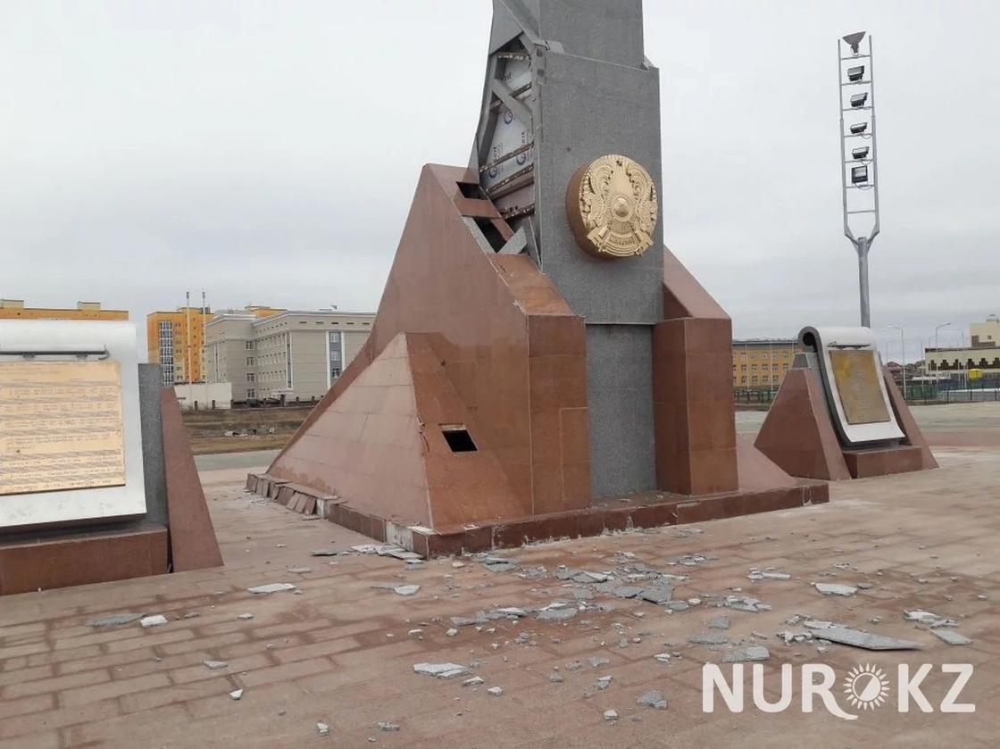 Флагшток на площади имени Президента разваливается в Уральск