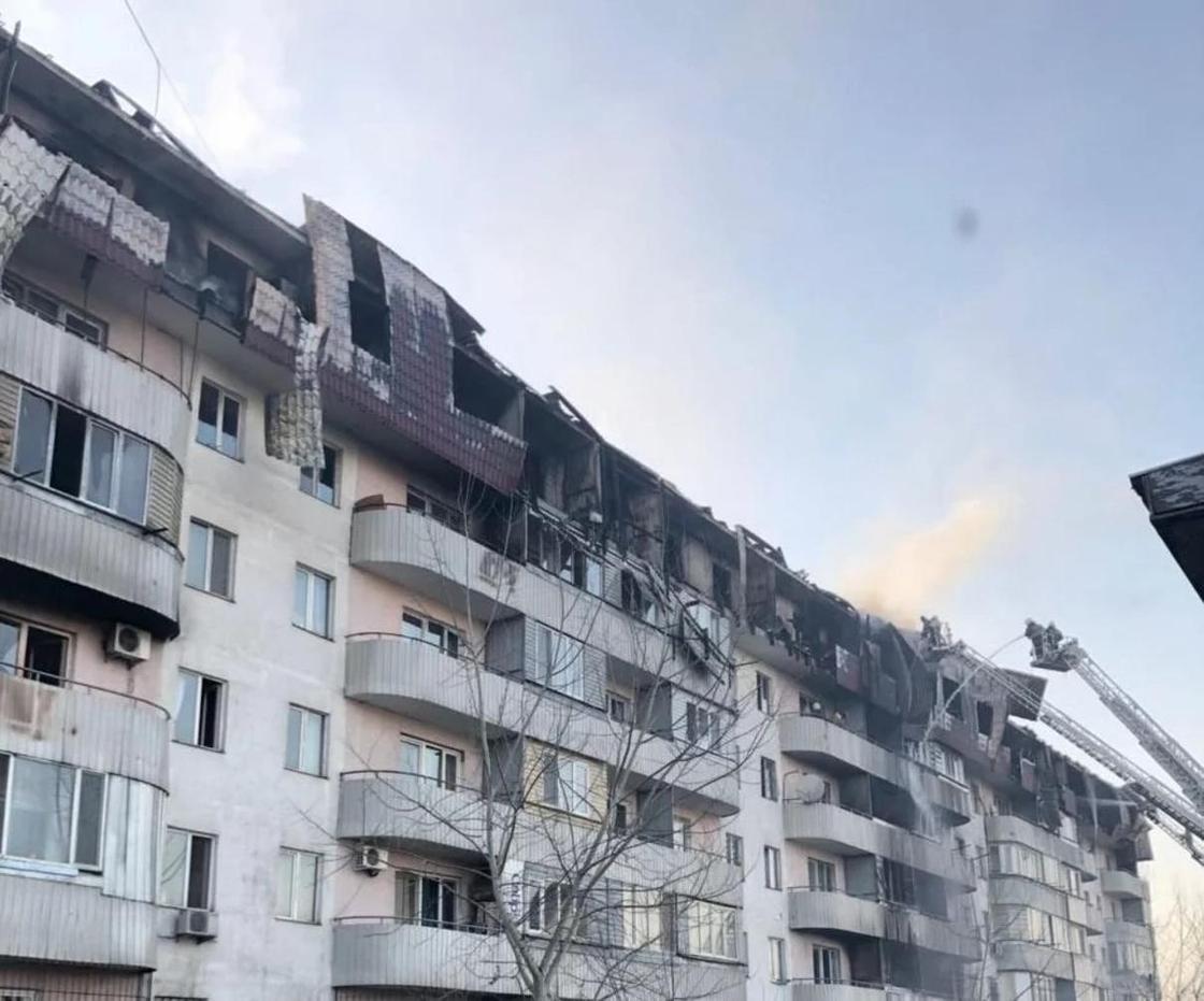 Страшные последствия пожара в жилом доме в Алматы показали в КЧС (фото)