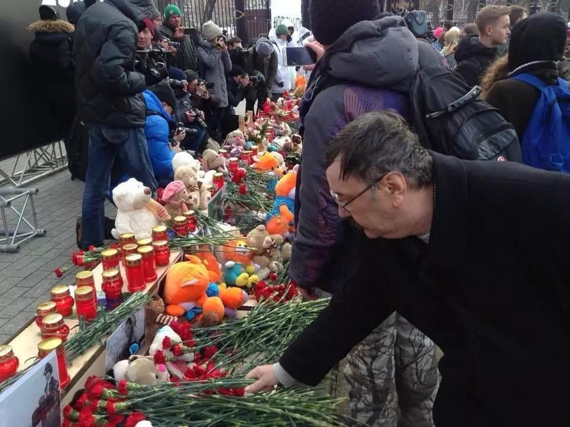 Ресейде бүгін Кемеровода қаза тапқандарды аза тұту басталды (фото)