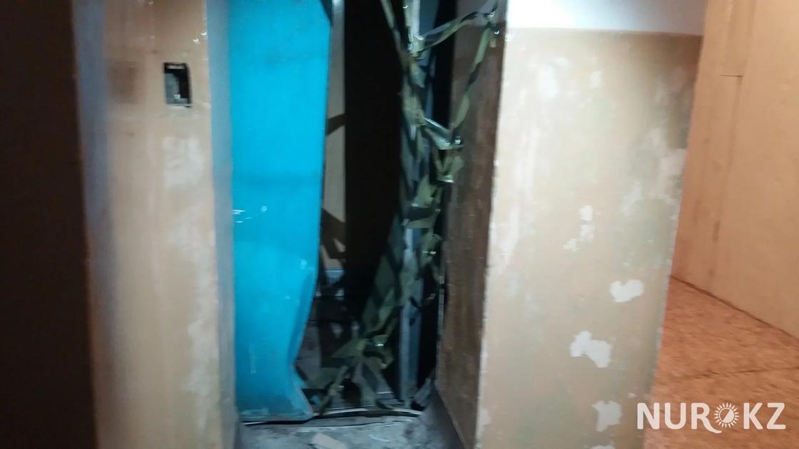 В Актобе лифт разорвал женщину на глазах у дочери