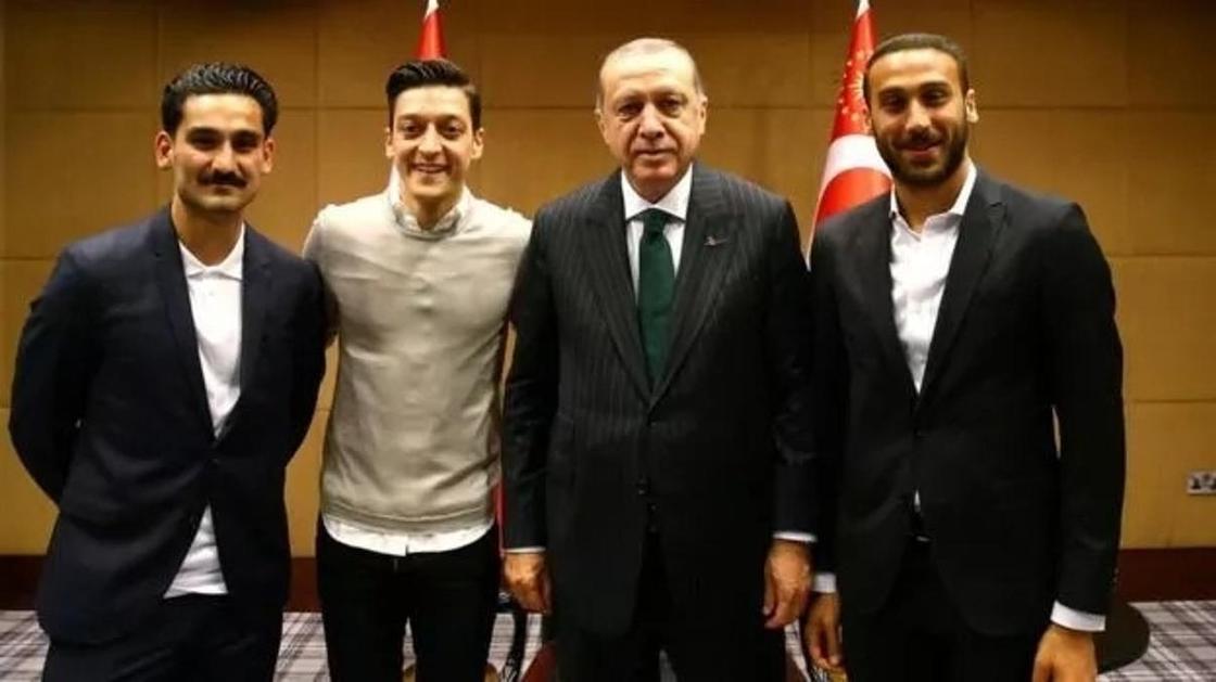 В Германии возмущены встречей Эрдогана с Озилом и Гюндоганом