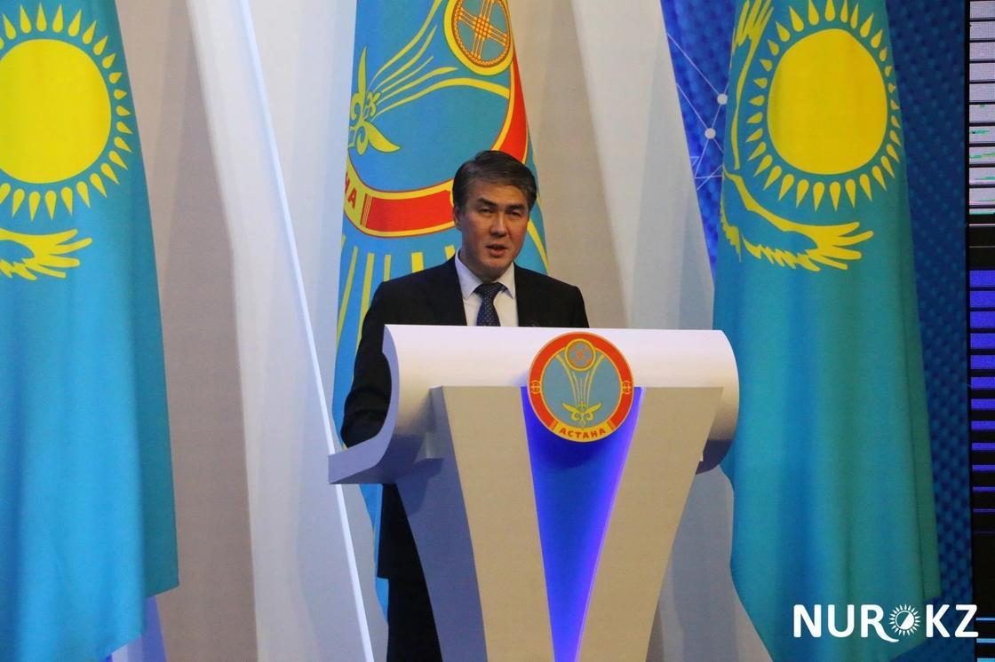 """""""Исекешов, кет"""": Астана жұрты әкімнің отставкаға кетуін талап етіп, шу шығарды"""