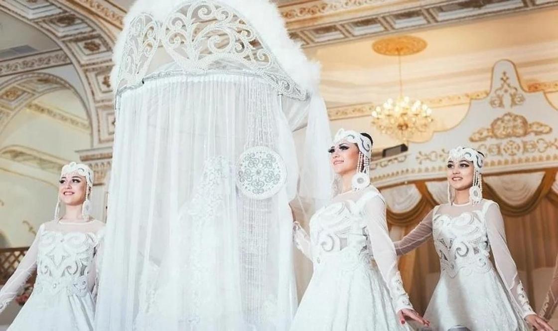 Казахстанца шокировали затраты соотечественников на кыз узату и свадьбы