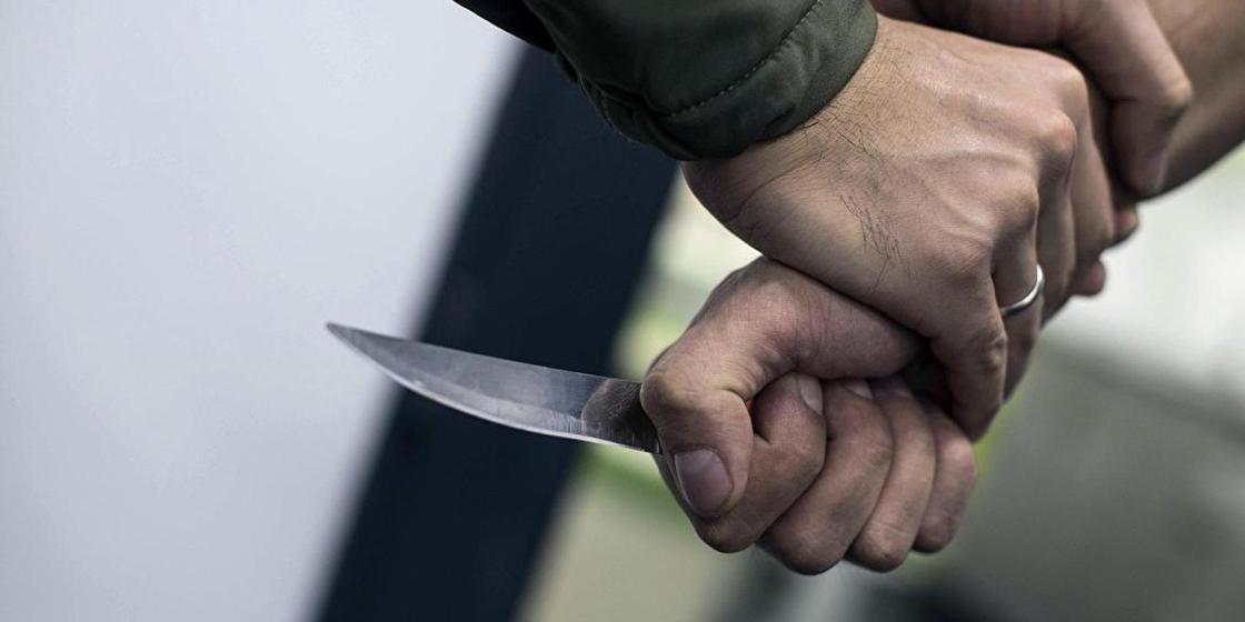 Карагандинец ранил ножом соседа во время семейного скандала