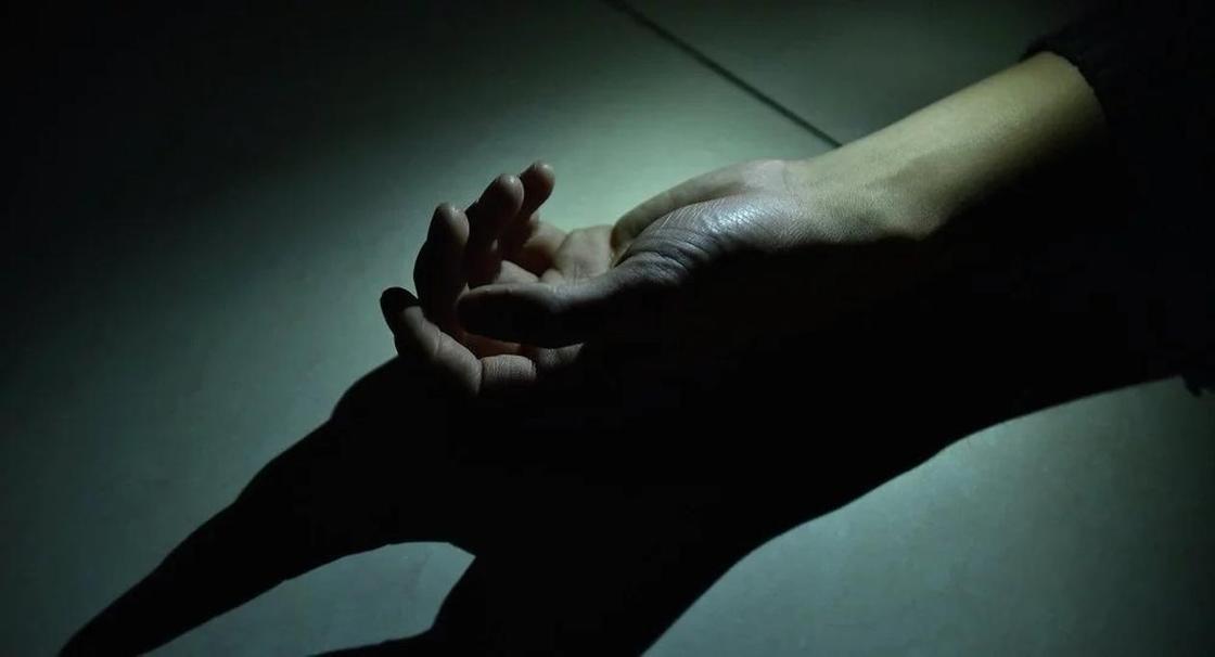 Төрт адамды қырып салған қанышер өзіне қол салды