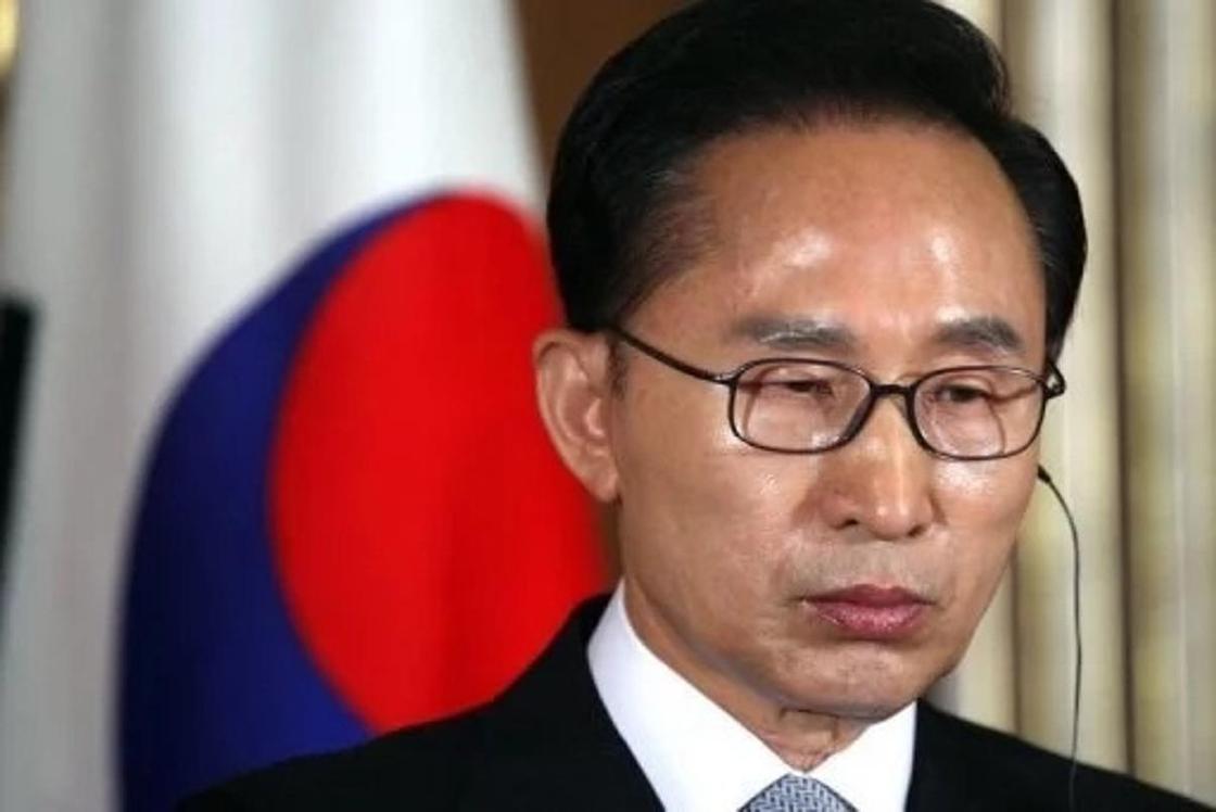 Экс-президента Южной Кореи обвиняют в коррупции