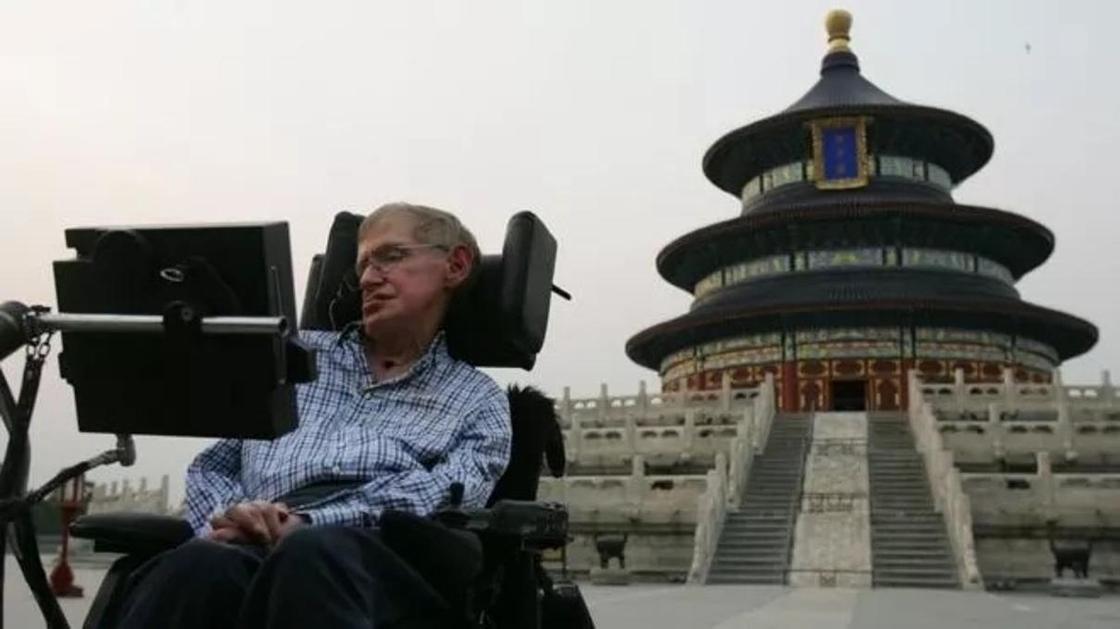 """Вдруг стало страшно за нашу Землю"": Китай скорбит о Стивене Хокинге"