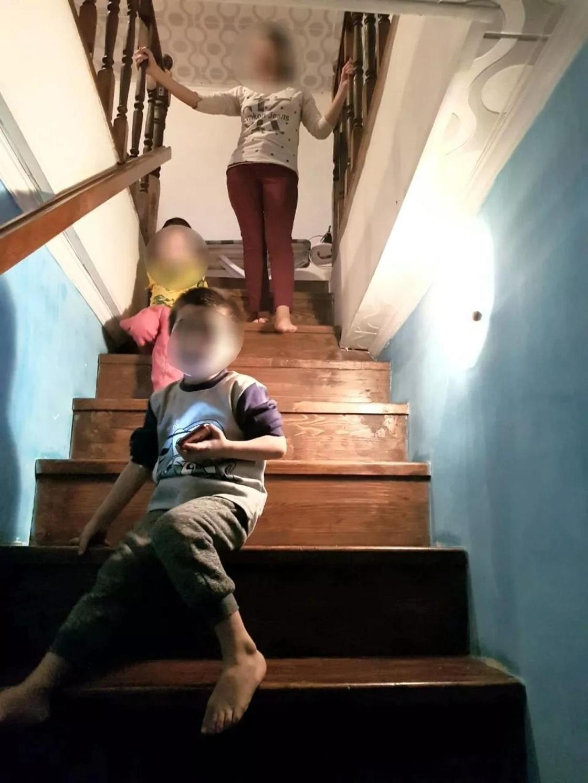 Ақтөбеде жеті баласымен жалғыз қалған ана кəсіпкер алып берген үйін көрсетті (фото)