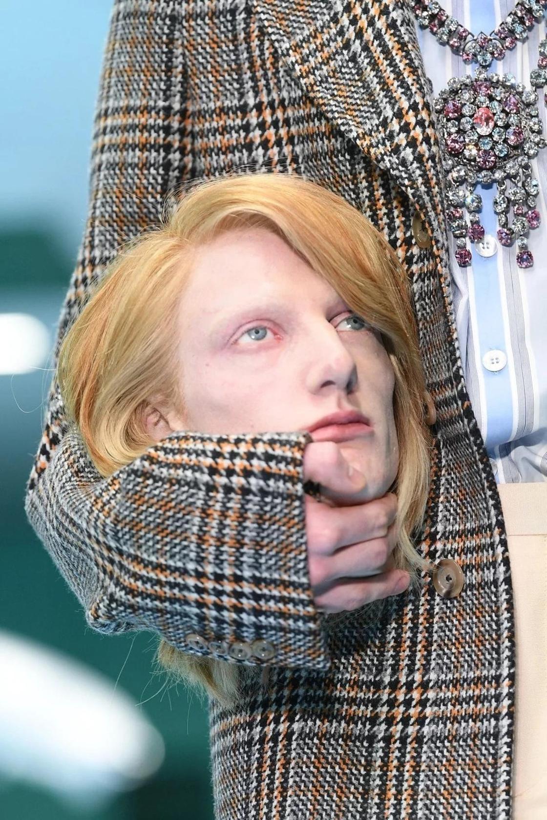 """Шокирующая мода: Лобковые парики и """"отрубленные"""" головы"""