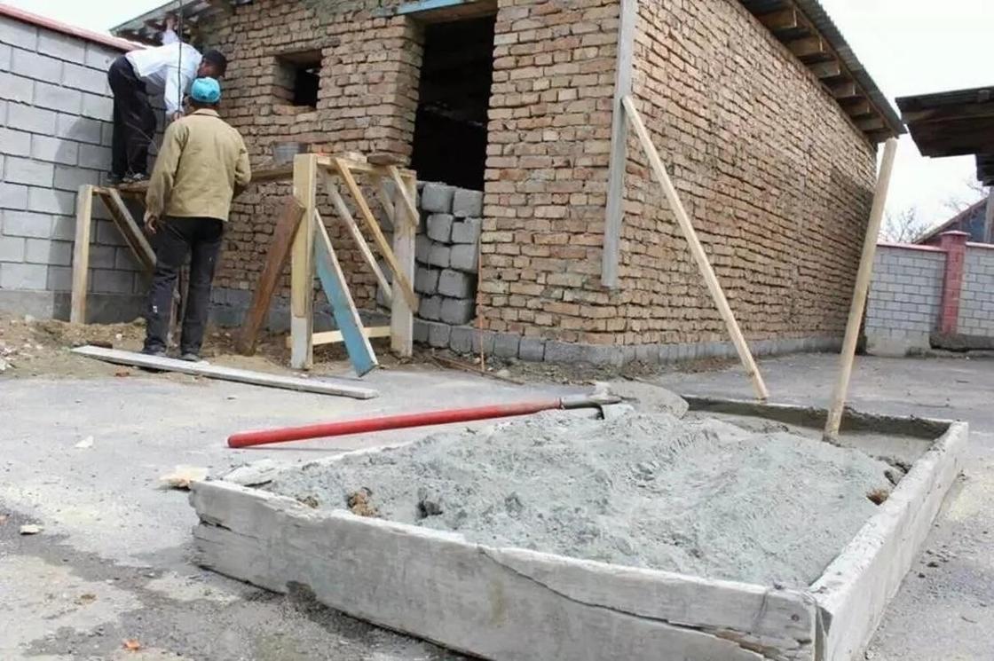"""""""Мы строим современный туалет"""": Директор колледжа в ЮКО удивил общественность (фото)"""