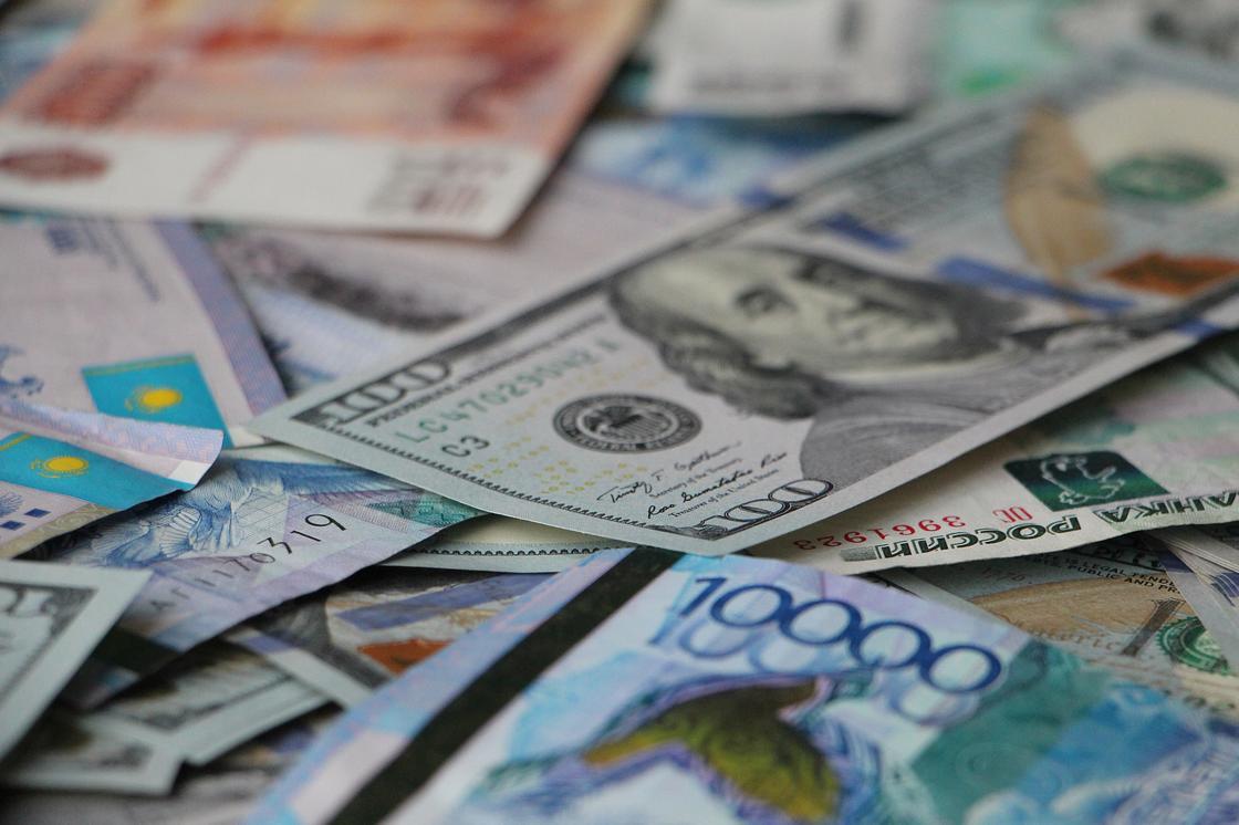 Порядка 170 млрд тенге направят на повышение зарплаты бюджетникам