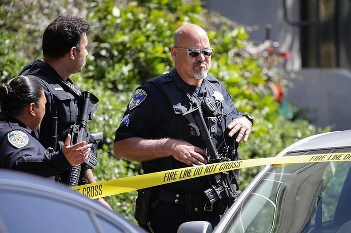 Мужчина въехал в здание ресторана и насмерть сбил свою дочь (фото)