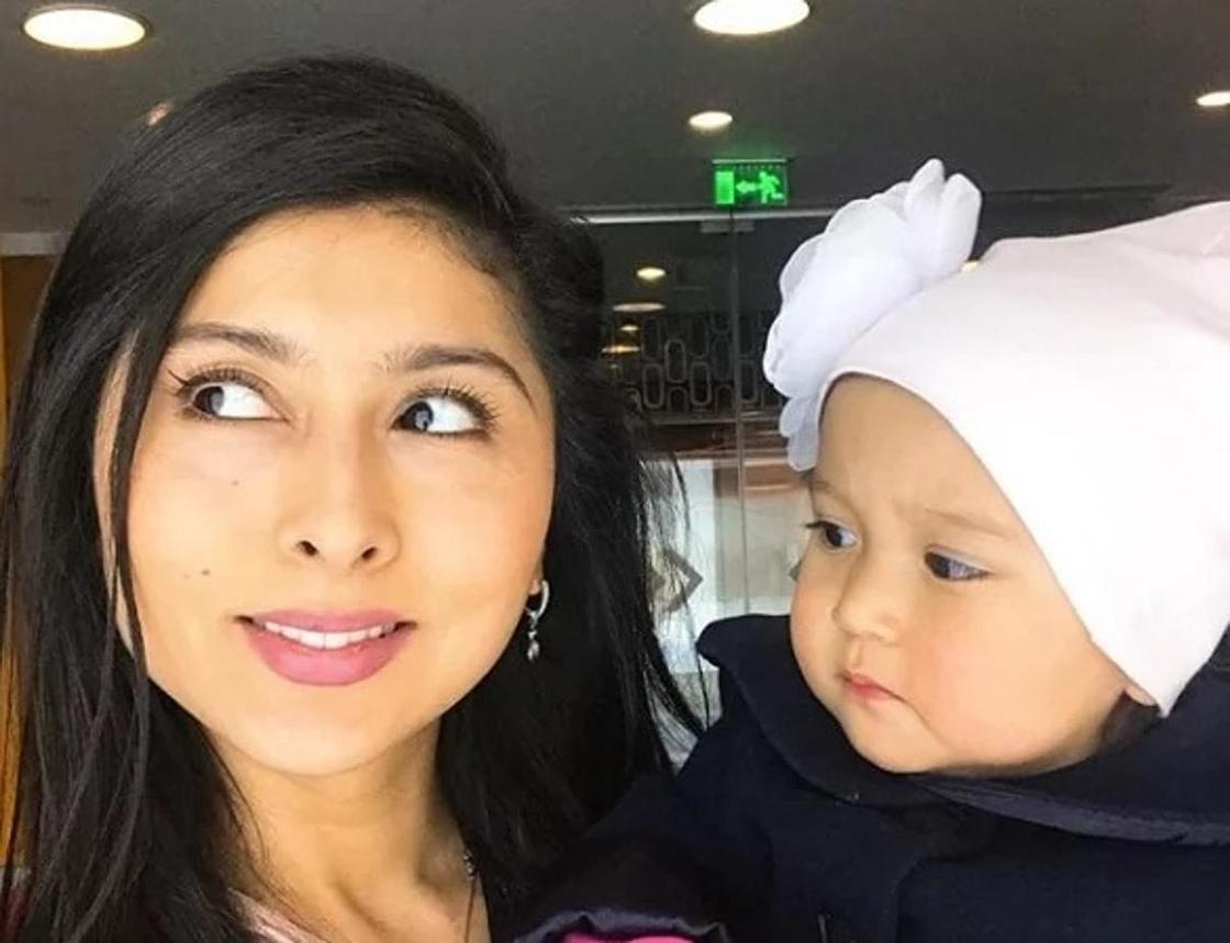 Айнур Ильясова с дочкой. Фото: Instagram