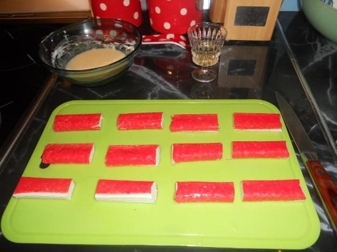 Крабовые палочки в кляре с сыром и чесноком