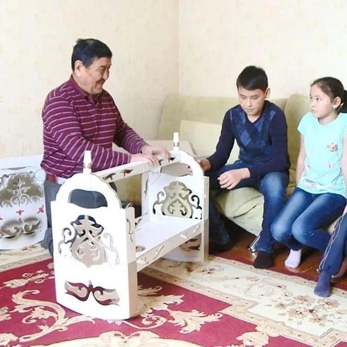 Икея по-казахски: Жители Тараза изобрели бесик-трансформер (фото, видео)